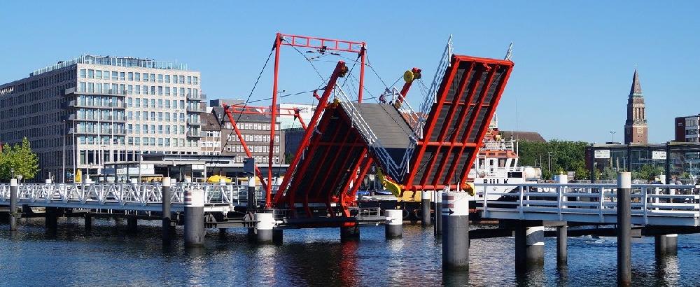 Start des Fördewanderwegs an der Kieler Hörnbrücke